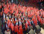 Dadaşlardan teröre bayraklı protesto...