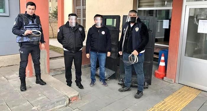 Aziziye Gençlik Merkezi'nden polise siperli maske