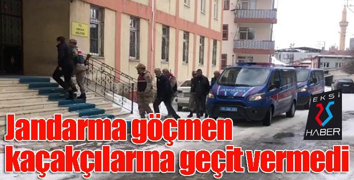 Jandarma göçmen kaçakçılarına geçit vermedi