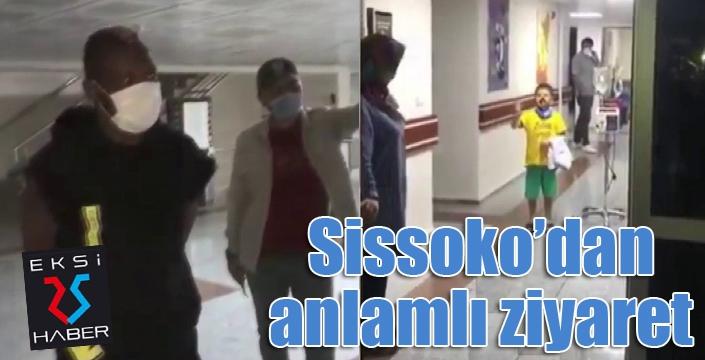 Sissoko'dan hastanede tedavi gören minik taraftara sürpriz ziyaret