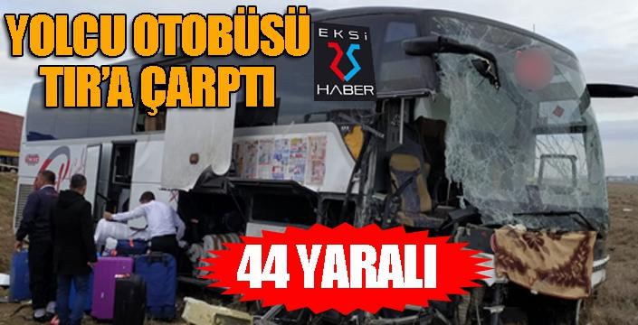 Yolcu otobüsü TIR'a çarptı: 44 yaralı